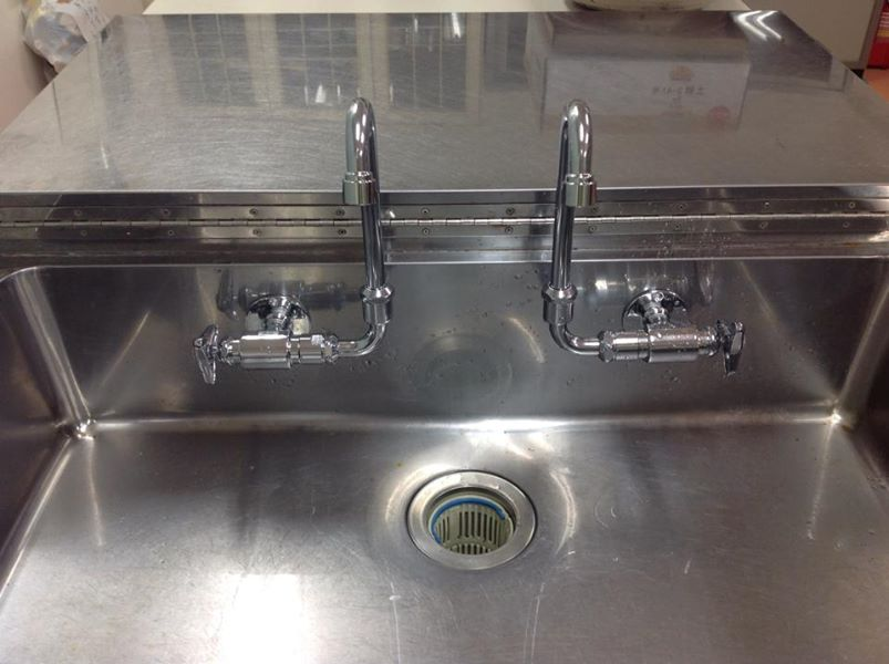 自治会集会所の調理台水道修理