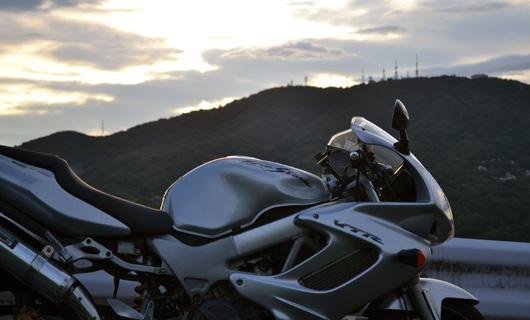 VTR100Fと生駒山